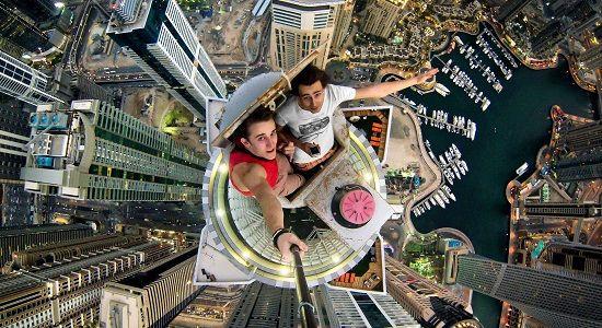 Qué es y cómo usar palo de selfie